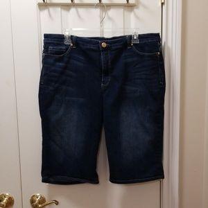 Bandolino blue jean shorts sz 18